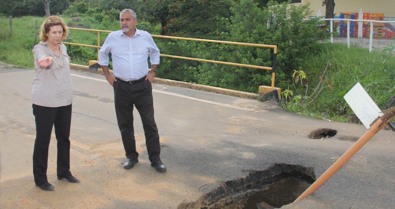 O deputado Christino Áureo conquistou investimentos em rodovias estaduais. A verba será usada na construção de uma nova ponte sobre o Córrego Lameiro.